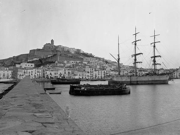 Vista puerto ibiza byn