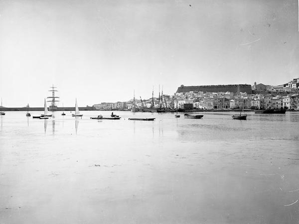 barcos puerto dentro ibiza byn
