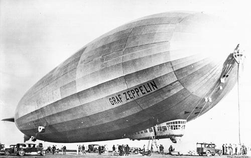 """El paso del """"Graf Zeppelin"""" por Eivissa"""