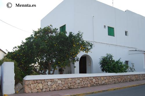 Sant Jordi casa y naranjo