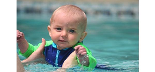 Atención: Niños en la piscina