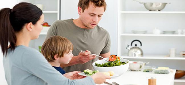 Comer en familia previene trastornos alimentarios